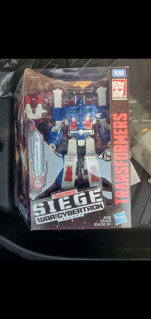 Transformers war for cybertron ultra magnus for Sale in Long Beach, CA