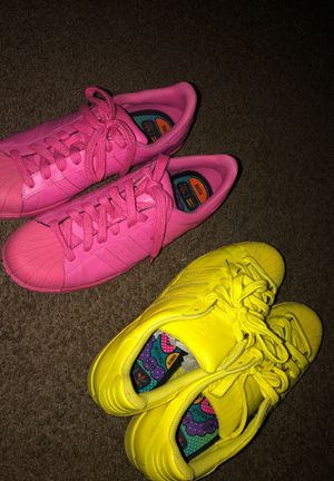 MENS Adidas Super Color Pharrell Superstar shelltoe for Sale in Cuyahoga Falls, OH