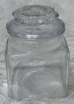 VINTAGE CLEAR SQUARE GLASS CANISTER STORAGE APOTHECARY JAR WITH LID for Sale in Chapel Hill, NC