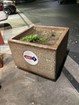 FREE PLANTERS for Sale in Riverside, CA