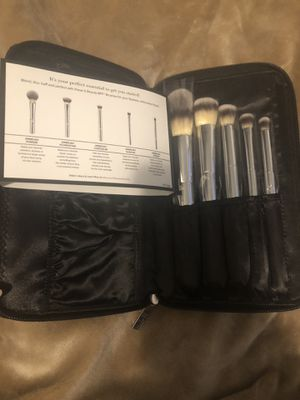 It Cosmetics Makeup Brush Set for Sale in Chicago, IL