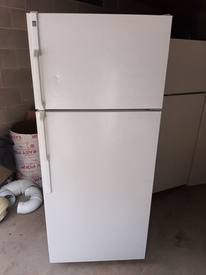 GE white Refrigerator for Sale in Gibsonia, PA