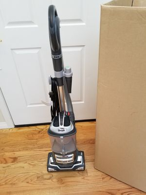 NEW cond Shark NAVIGATOR VACUUM WITH COMPLETE ATTACHMENTS, LIFT AWAY MODEL, AMAZING POWER SUCTION, IN THE BOX, WORKS EXCELLENT, BEST OFFER for Sale in Auburn, WA