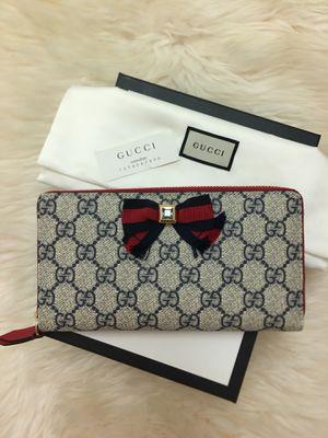 Gucci Grosgrain GG Supreme Zip Around Wallet for Sale in Peabody, MA