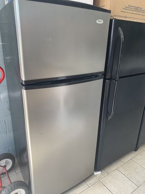 Whirlpool refrigerator for Sale in Dearborn Heights, MI