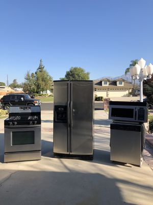 Whirlpool appliance set for Sale in Ontario, CA