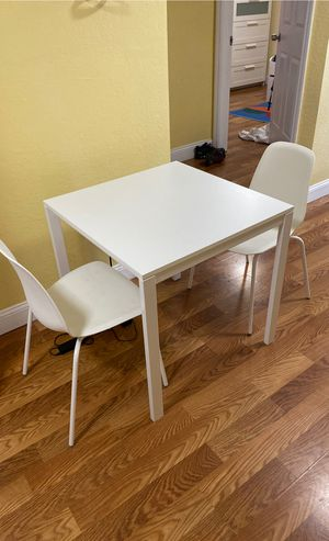 Dining table and chairs $100 for Sale in Miami, FL