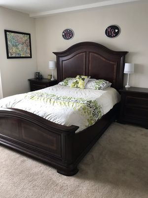 Queen bedroom set for Sale in Glenside, PA