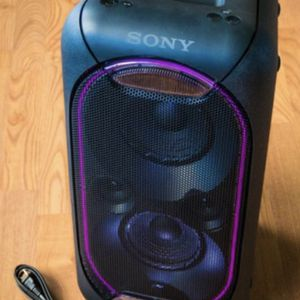 Sony Big Bluetooth party Speaker with Extra Bass and many DJ and other features for Sale in Dallas, TX