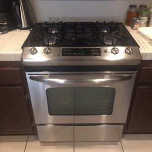 GE Commercial Kitchen Stove for Sale in Fontana, CA