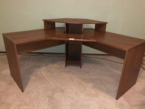 Great large corner computer desk for Sale in Bellevue, WA