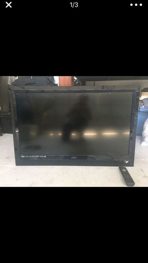 Tv 32 inch works no standard with remote HDMI for Sale in Tampa, FL