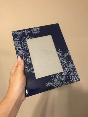 Navy blue floral picture frame for Sale in Lincoln, NE