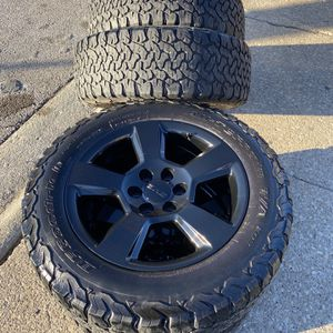 """20"""" Inch GMC 6 Lug Chevy Wheels and Tires GM Rims for Sale in Worth, IL"""