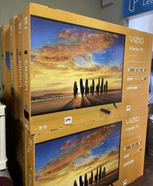 """70"""" VIZIO 4K UHD HDR SMART TV for Sale in Grand Terrace, CA"""