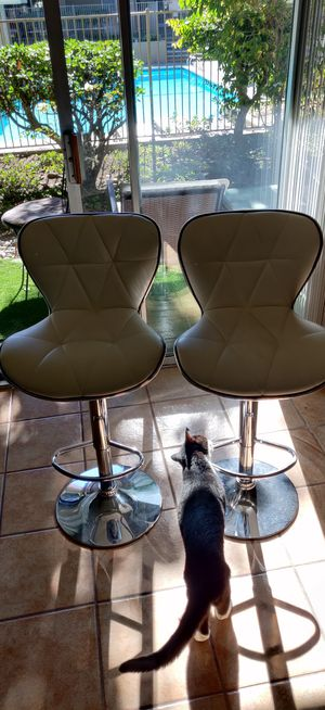 2 white stools for Sale in San Diego, CA