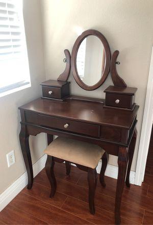 3 Drawer Wood Vanity for Sale in Lake Elsinore, CA