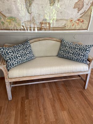 Vintage chippy painted settee for Sale in Vancouver, WA