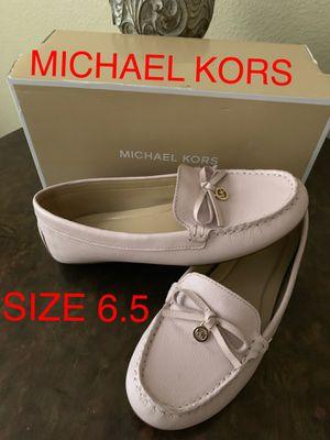 MICHAEL KORS SIZE 6.5 $40 DllS COLOR NUDE ORIGINAL for Sale in Fontana, CA
