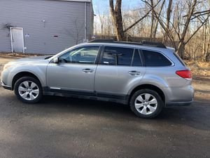 2011 subaru outback for sale this car is ready to go don't miss it out remote start 2 keys set for Sale in New Haven, CT