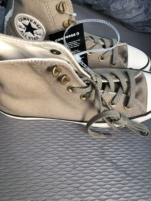 Size 8 woman's converse for Sale in Brentwood, NC