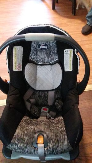Chicco car seat for Sale in Edison, NJ