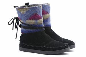 TOMS Black Suede Faux Fur Line Boots – Size 7 for Sale in Alexandria, VA