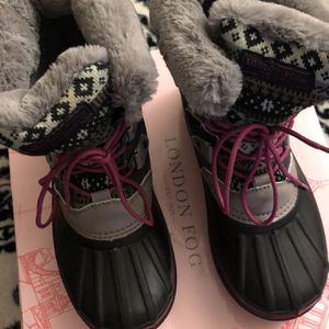 rain/snow boots for girls size 3 youth for Sale in Los Angeles, CA