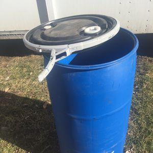 55 Gallon Drum with removable lids for Sale in Grosse Pointe Park, MI