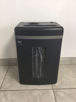 Fellowes Paper shred Shredder Home Office Trituradora de Papel Casa Oficina B-121C for Sale in Miami,  FL