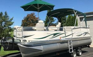 Saltwater Edition_BOAT_2006 Manitou Legacy Pontoon for Sale in Riverside, CA