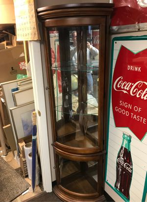 Corner cabinet Knick knack shelf's for Sale in Roseville, MI
