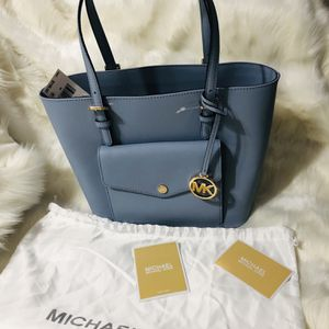 Authentic Michael Kors Saffiano Leather Handbag (New With Tags ) for Sale in Surprise, AZ