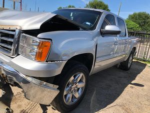 2012 GMC SIERRA 1500 5.3 FOR PARTS PARA PARTES for Sale in Houston, TX
