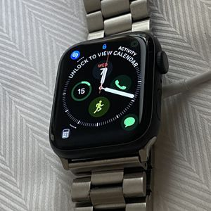 apple watch series 5 GPS/BLUETOOTH 42mm for Sale in Tampa, FL