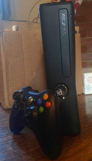 Xbox 360 + 4 controllers + 10 Games for Sale in Los Angeles, CA