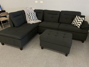 Black sectional and storage ottoman for Sale in Hesperia, CA