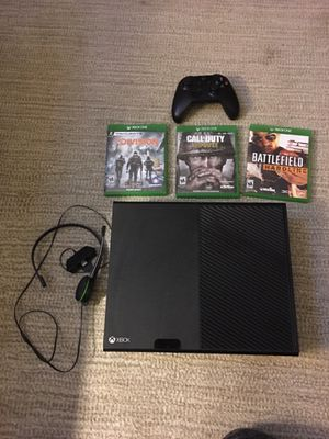 Xbox 1 Controller with 3 games And Bluetooth headphones with wires for Sale in Deltona, FL