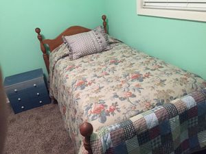 Twin Bed frame w/wooden headboard for Sale in Collierville, TN