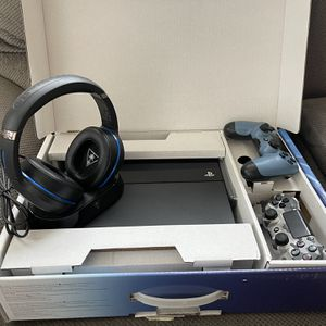 PlayStation 4 with Turtle Beach Elite Wireless Headset for Sale in West Covina, CA