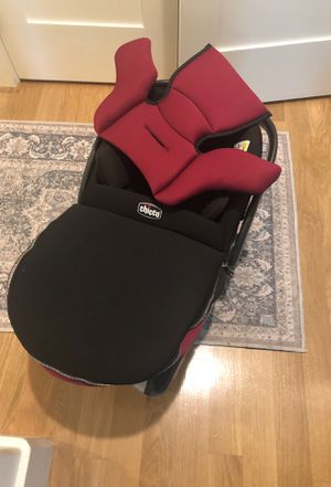 Free Chicco Infant Car Seat and Base for Sale in Olympia, WA
