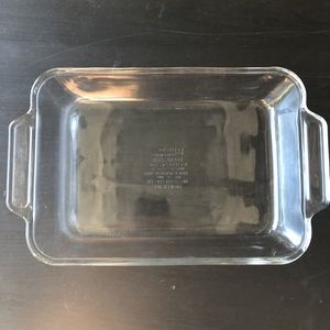 Anchor hocking 2 quart glass pyrex baking casserole dish for Sale in Hillsborough, CA