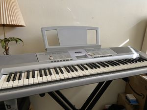 Yamaha DGX-205 Digital Keyboard for Sale in Chevy Chase, MD