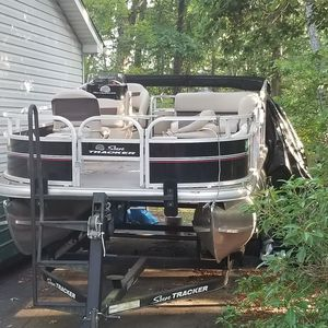 2017 Bass Sun Tracker for Sale in Salem, NJ