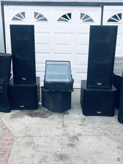 Bocinas Qsc Casi Nuevas En Muy Buen Estado for Sale in Compton,  CA