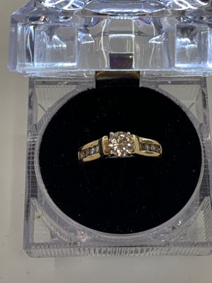 5.4 g. 14 kt Lds ring w/1-60 pts &8-4 pt Diam. Aprox for Sale in Dallas, TX