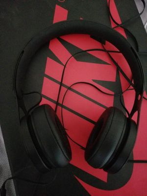 Great Condition Beats EP on Ear Headphones (black) for Sale in New York, NY