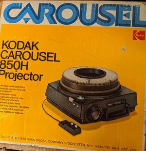 35mm Slide Projector and Screen for Sale in Montgomery, OH