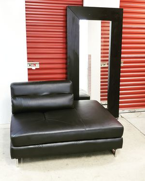 Lounge Chair w Large Mirror for Sale in Hyattsville, MD