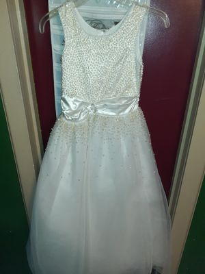Little girls white longe dress size 8 for Sale in San Antonio, TX